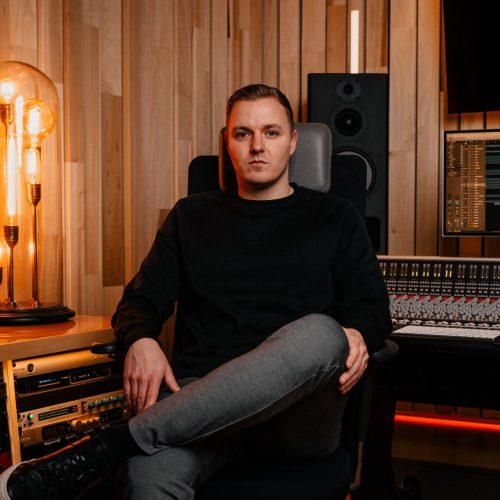 Niels van de Pavert producer & engineer Instigate Studios